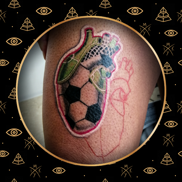 pallone in stile misto fatto da Miky Ink Tattoo