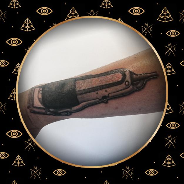 rasoio tattoo realistico